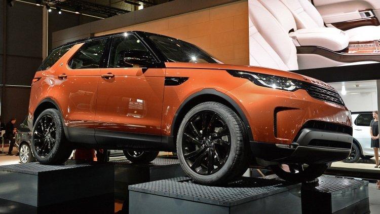 Вседорожный автомобиль Ленд Ровер Defender появится нарынке в 2018-ом