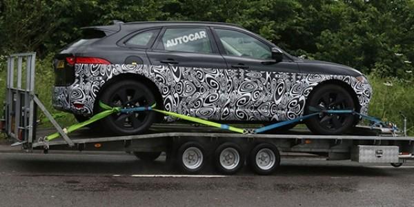 Jaguar тестирует гибридный SUV